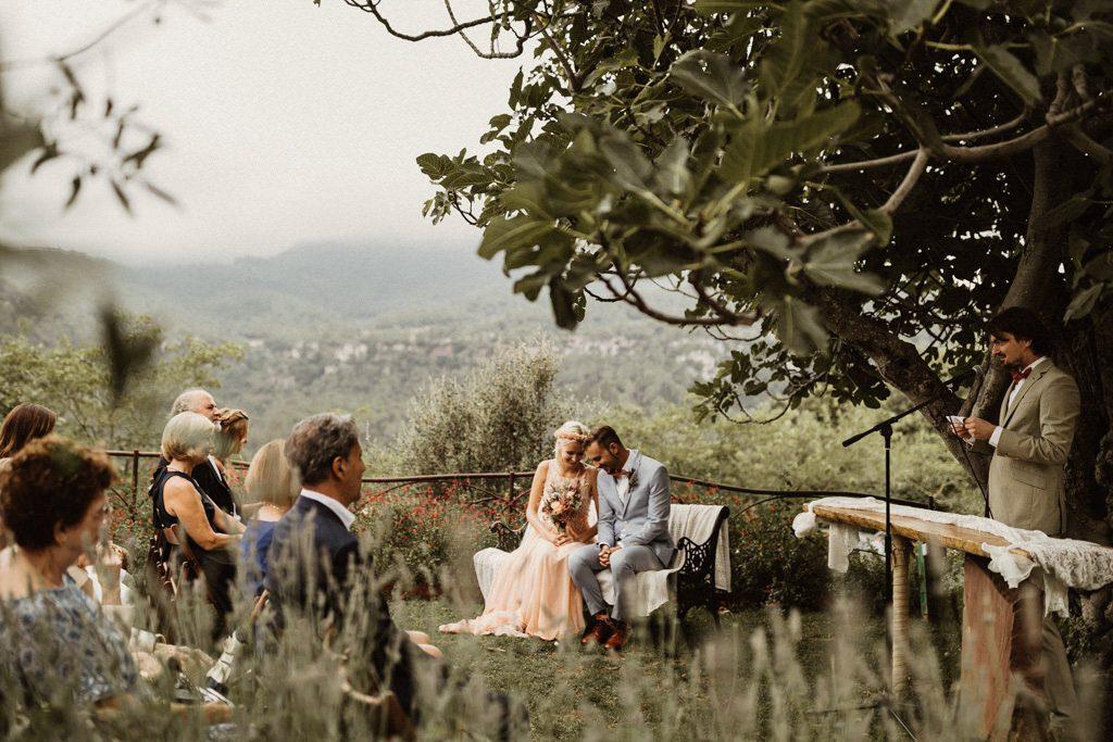 boda a la masia El folló. Boda natural informal a la montaña. Fotógrafo boda barcelona y Girona. Juanjo Vega photography