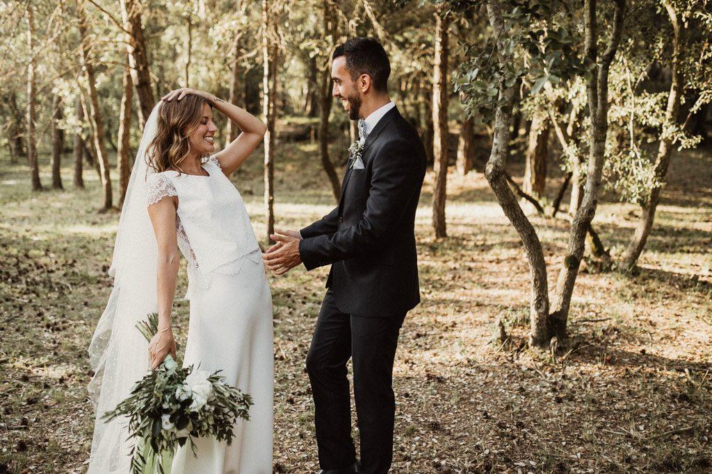 Ramo de flores para una boda en el bosque Barcelona | Ceremonia emotiva en la Masía El Munt | Juanjo Vega, Fotógrafo de bodas en el bosque en Barcelona de estilo boho, al aire libre y en plena naturaleza.